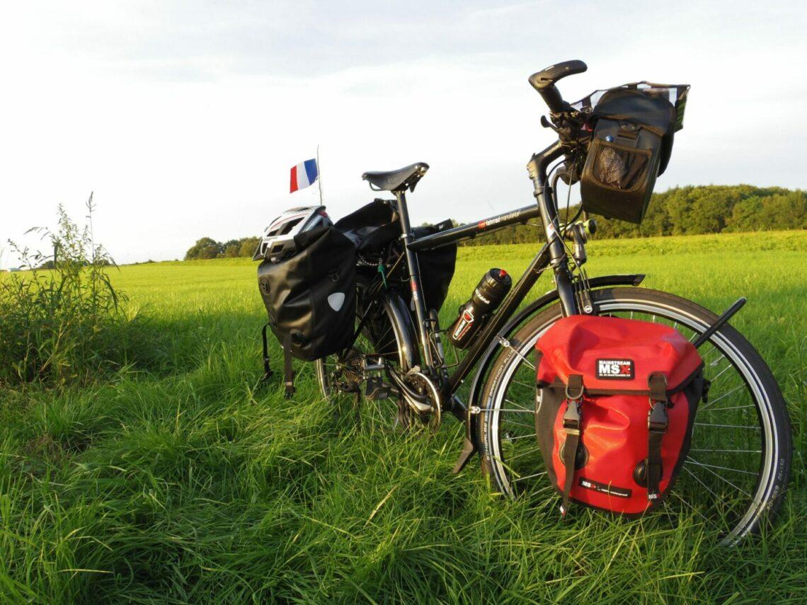 Le vélo de voyage de A à Z : notre guide complet