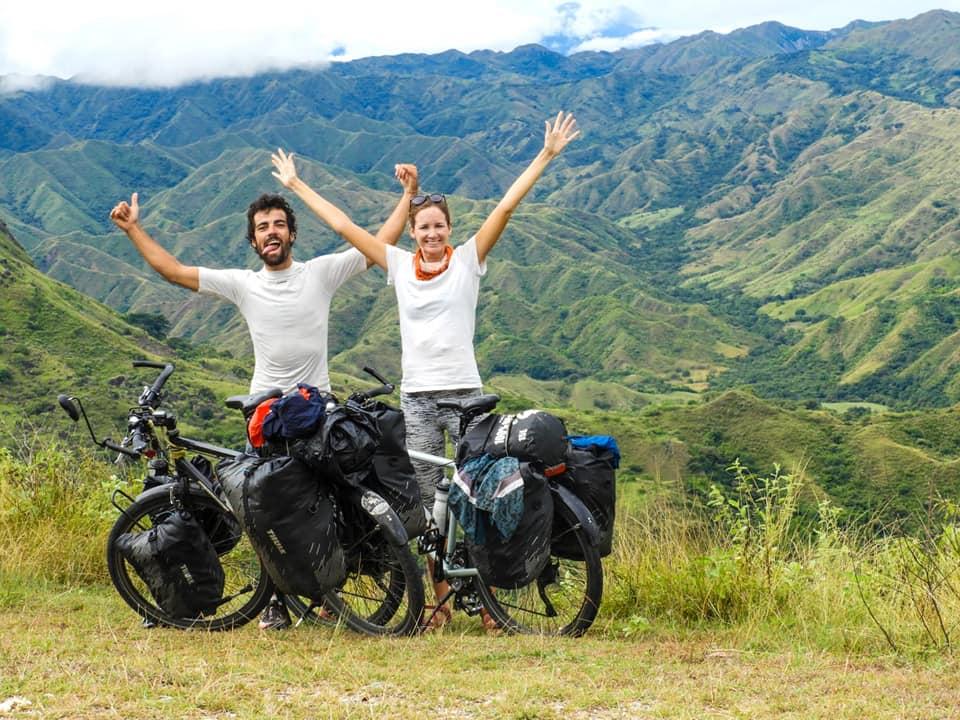 """INTERVIEW : Un tour du monde à vélo en couple avec """"la route de la joie"""""""